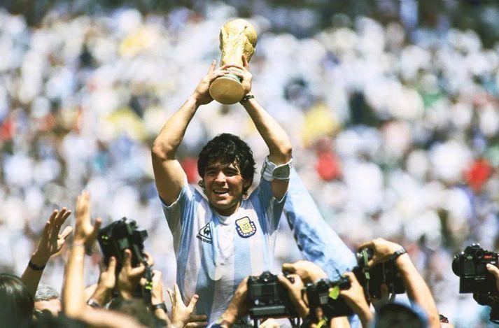 Maradona átti magnaðan feril, bæði innan vallar sem utan.