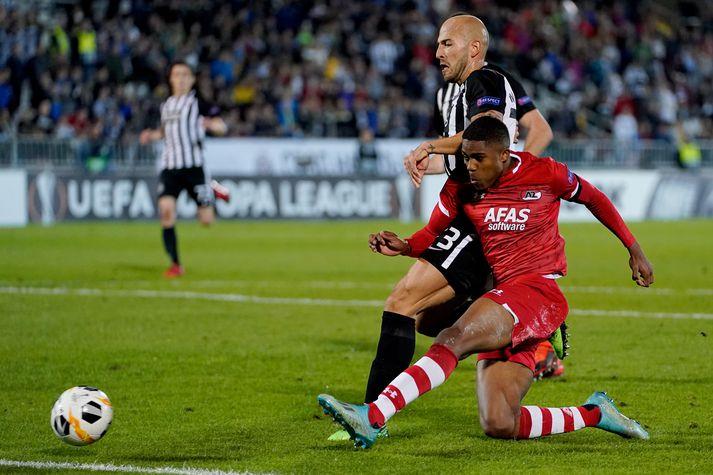 Myron Boadu jafnar í 2-2 fyrir AZ Alkmaar gegn Partizan Belgrad.