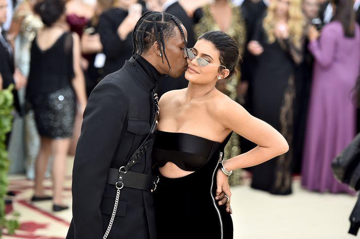Travis Scott og Kylie Jenner í Met Gala gleðskap á árinu.