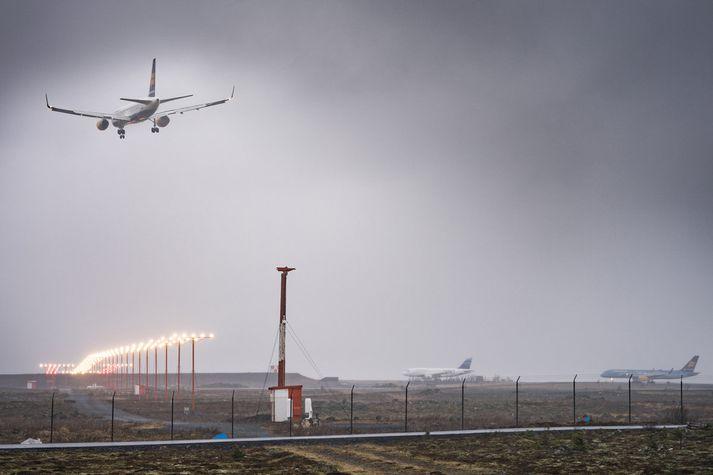 Um þriðjungur losunar á koltvísýringi í íslenska hagkerfinu er vegna flugreksturs.