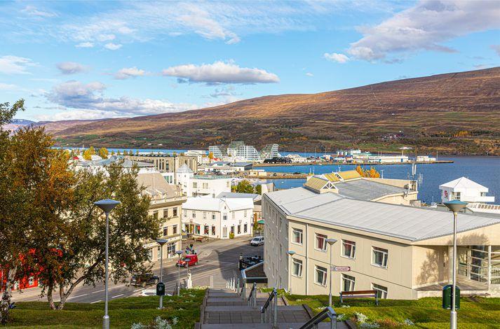 Um fátt annað er rætt á Akureyri þessa dagana en hugmyndir að uppbyggingu á fjölbýlishúsum á Oddeyrinni.