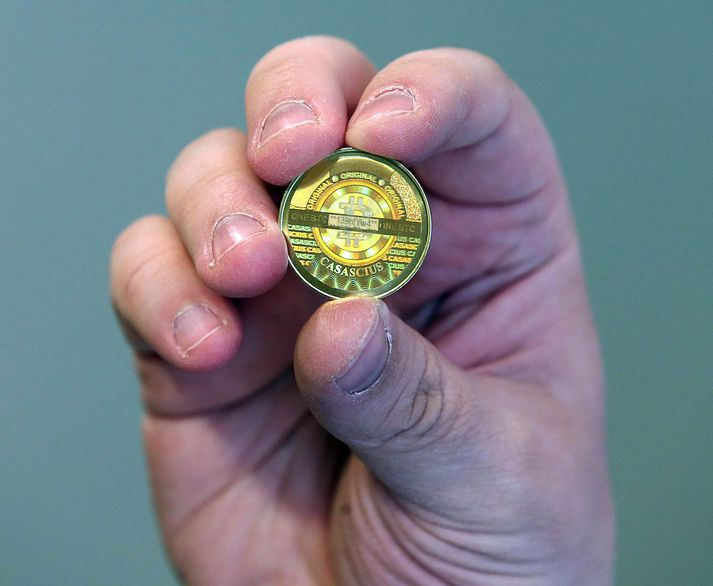 Bitcoin er ekki til í föstu formi en svona gæti myntin litið út samkvæmt tölvunarfræðingnum Mike Caldwell.