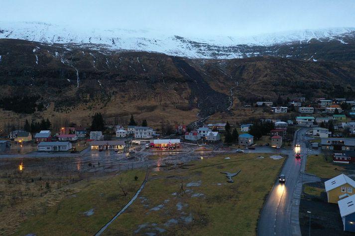 Mynd af aurskriðunum sem hafa fallið á Seyðisfirði.