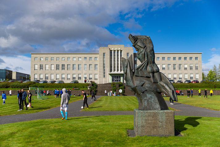 Nemendurnir fimm hefja nám við læknadeild Háskóla Íslands á mánudag, þremur vikum á eftir samnemendum sínum á fyrsta ári.