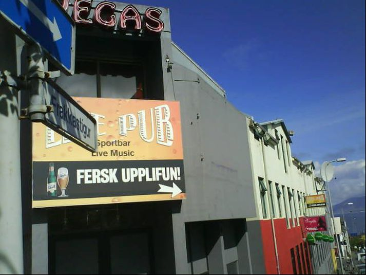 Vegas er til húsa á horni Frakkastígs og Laugavegar.