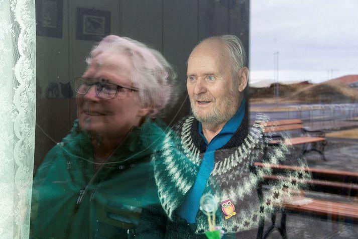Gunnhildur Skaftadóttir, eiginkona Guðmundar Magnússonar sem er með Alzheimer, segir frá reynslu sinni á þessum erfiðum tímum í Kompás.