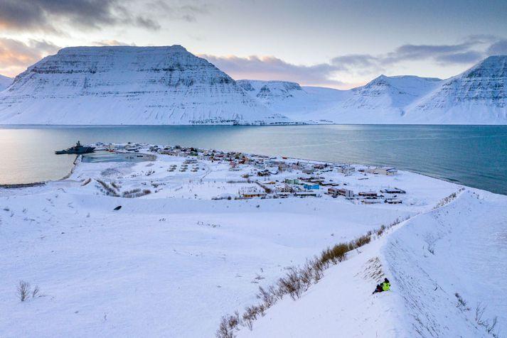 Nokkur hætta er á að snjóflóð geti fallið á vegi, þar á meðal Súðavíkurhlíð, Eyrarhlíð og Flateyrarveg.