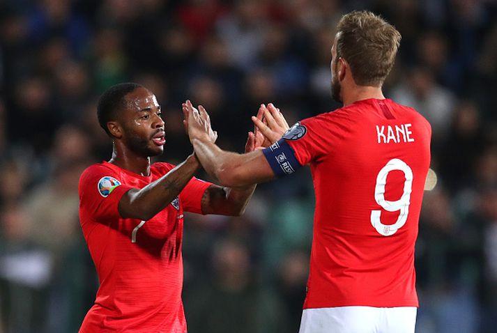 Sterling og Kane fagna marki í síðasta leik Englands.