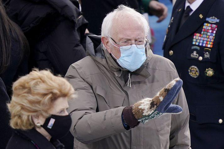 Bernie Sanders og vettlingarnir hans vöktu verðskuldaða athygli við innsetningarathöfnina.