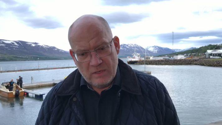 Elías Pétursson, bæjarstjóri Fjallabyggðar, segir íbúa Siglufjarðar orðna langþreytta á ófærð og lokunum.