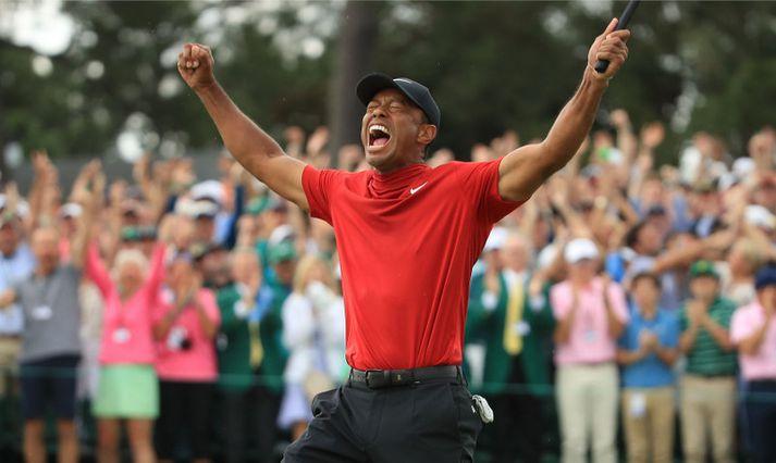 Tiger Woods fagnar sigri á Mastersmótinu á dögunum.