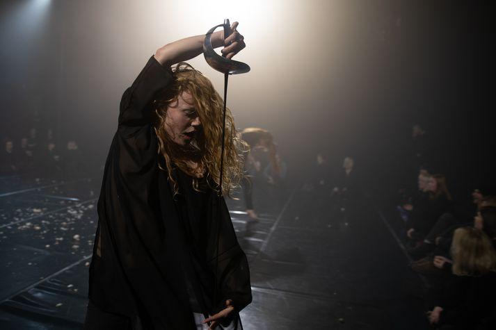 Una Björg Bjarnadóttir á sviðinu í verkinu Rhythm of Poison sem frumsýnt var um helgina.