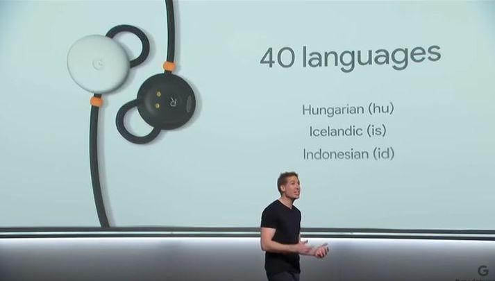 Frá kynningu Google þar sem sjá mátti íslensku á meðal þeirra tungumála sem nýju heyrnartólin ná til.
