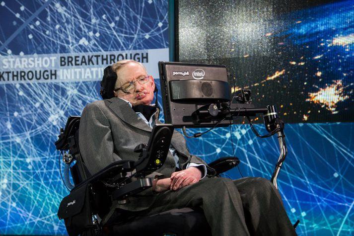 Hawking var heimsfrægur, bæði fyrir kenningar sínar um eðli alheimsins og vegna baráttu sinnar við hreyfitaugungasjúkdóms sem læknar spáðu að myndu draga hann til dauða strax á þrítugsaldri.