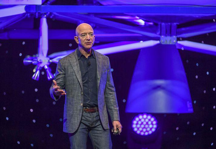 Jeff Bezos er einn ríkasti maður í heimi. Þegar hann fer út í geim er mjög líkegt að hann verði ríkasti maður í geimi.