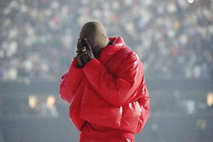 Kanye hér í hlustunarpartí fyrir plötu sína, Donda, á Mercedes Benz leikvanginum í Atlanta í síðasta mánuði.