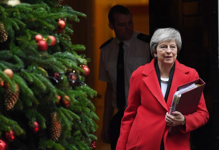 Theresa May stendur nú ströngu við að reyna að fá eigin flokksmenn til að styðja Brexit-samning hennar.