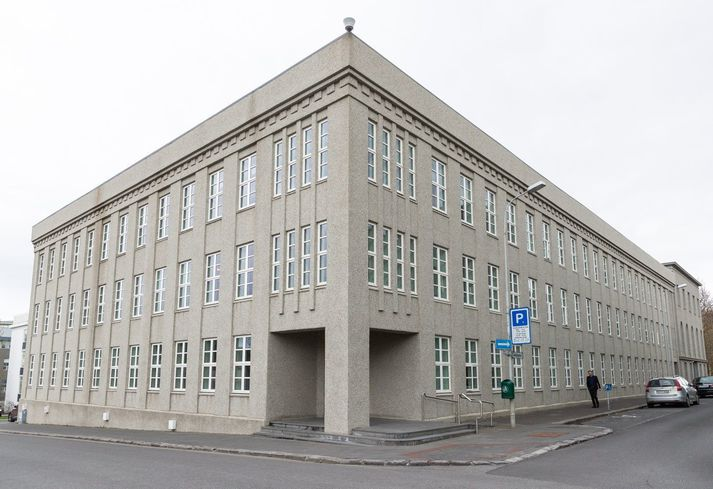 Skattar á tekjur og hagnað er stærsti tekjuliður hins opinbera og skilaði hann 43,9 prósent af heildartekjum hins opinbera á árinu 2020.