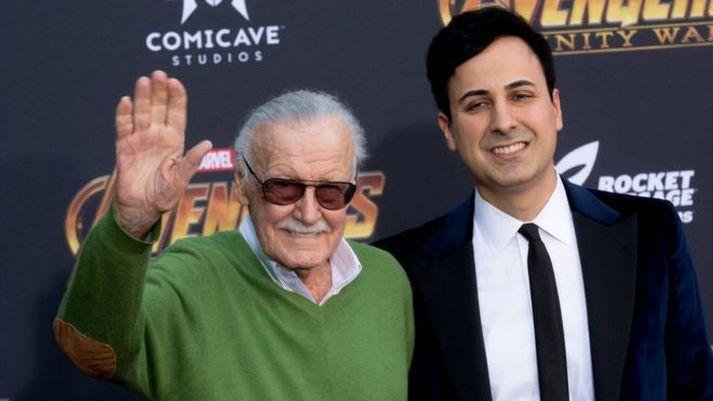 Stan Lee sést hér með umboðsmanni sínum Keya Morgan.