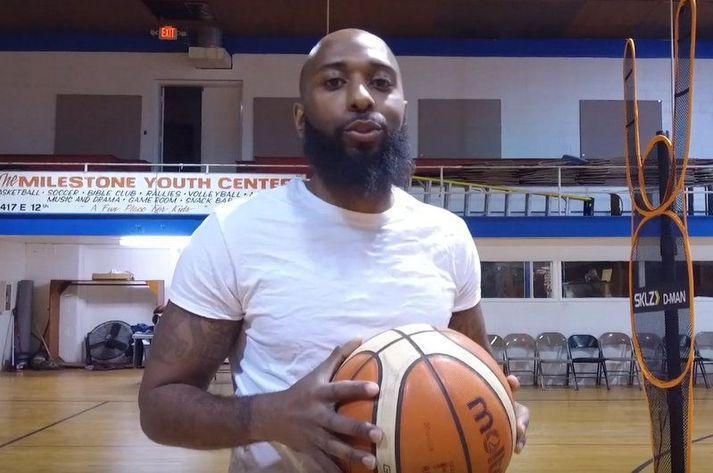 Marcus Walker á Youtube síðu Grind House Basketball en það er æfingamiðstöð sem hann rekur.