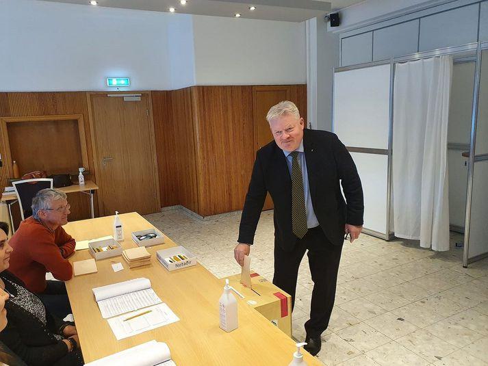 Sigurður Ingi Jóhannsson á Flúðum í morgun.