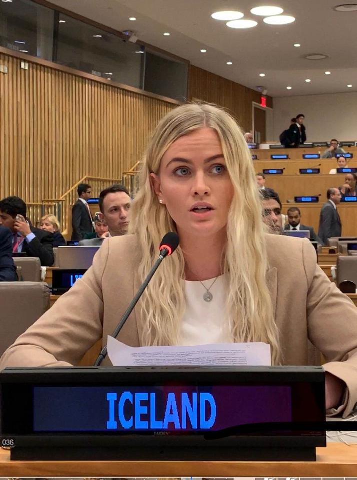 Esther Hallsdóttir ungmennafulltrúi Íslands flytur ræðu sína í gær.