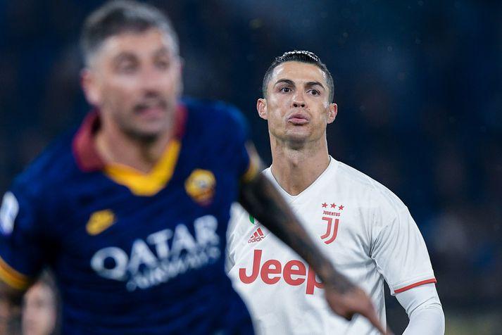 Cristiano Ronaldo fékk sérmeðferð hjá UEFA,