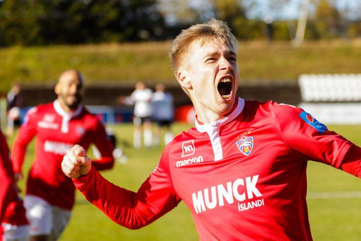 Patrick Pedersen og félagar í Val verða í eldlínunni á móti ÍA í kvöld.