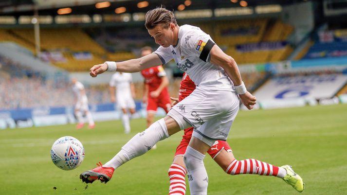Leeds vann Barnsley í dag og er á barmi þess að komast aftur í ensku úrvalsdeildina.