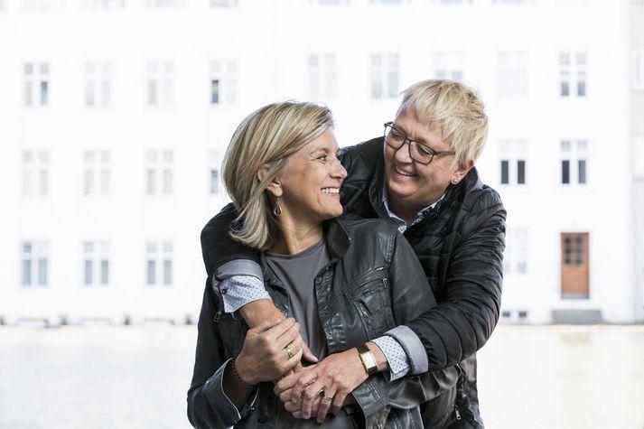 Hanna Katrín Friðriksson og Ragnhildur Sverrisdóttir kynntust á ritstjórn Morgunblaðsins árið 1993. Hanna Katrín er eini samkynhneigði þingmaðurinn.