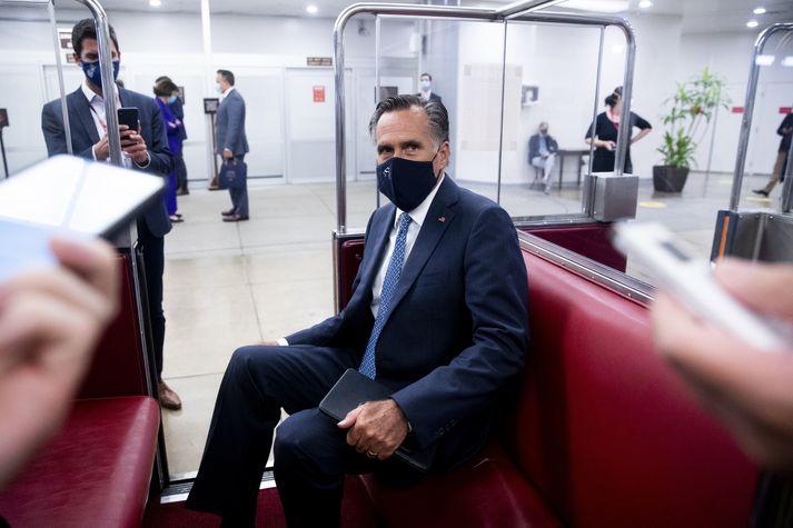 Mitt Romney hefur verið eyland í Repúblikanaflokknum hvað varðar afstöðu hans til forsetans.