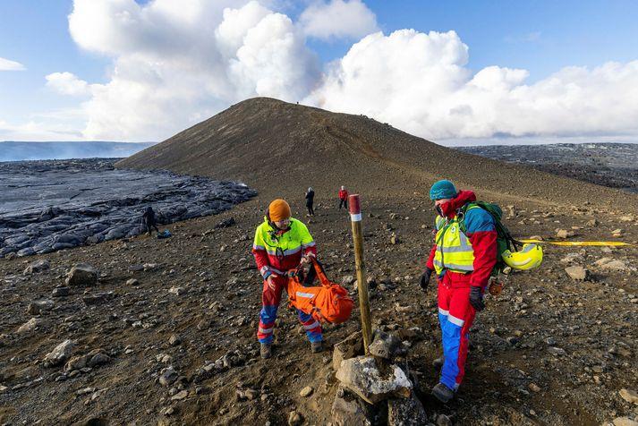 Leiðinni að gosstöðvunum við Fagradalsfjall hefur verið lokað vegna fyrstu haustlægðarinnar.