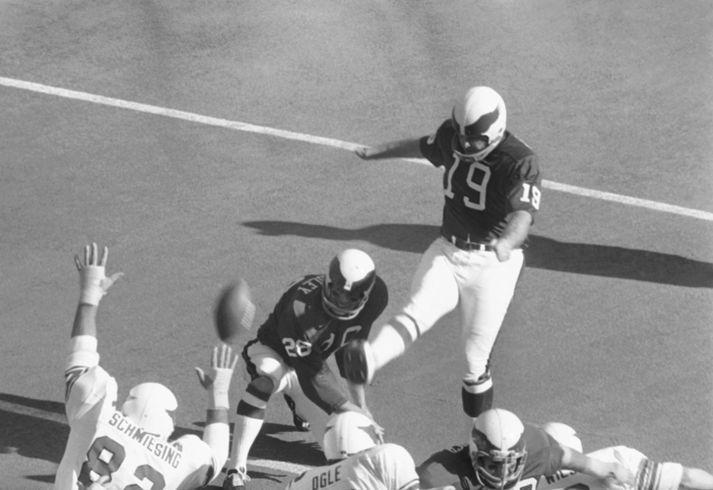 Tom Dempsey átti metið yfir lengsta vallarmark í sögu NFL í 43 ár.