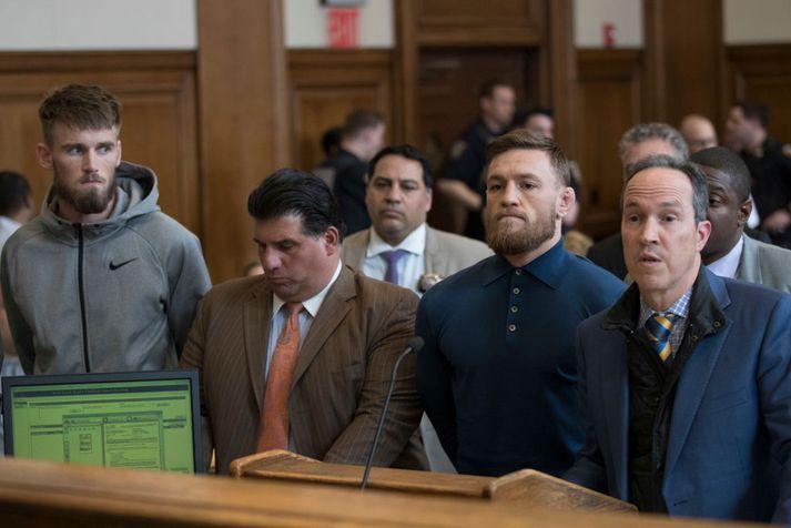 Conor McGregor samdi við ákæruvaldið í Brooklyn og er því laus.