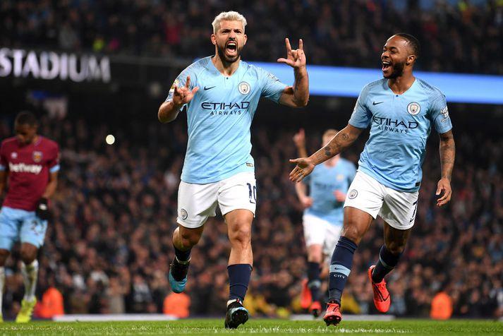Sergio Aguero og Raheem Sterling fagna marki hjá Manchester City.