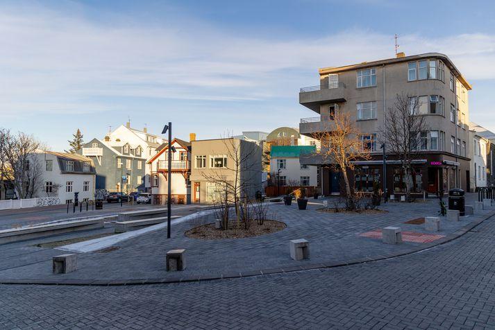 Mæðgurnar hittust aftur á Óðinstorgi.