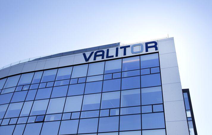 Valitor var rekið með tæplega 2,8 milljarða króna tapi á fyrstu sex mánuðum ársins.