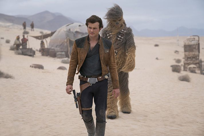 Loksins fáum við að fylgjast með fyrstu kynnum þessara góðu vina og traustu vopnabræðra, Han Solo og Chewie.
