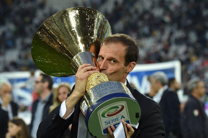 Allegri fagnar einum af fimm ítölskum meistaratitlum sínum hjá Juventus.