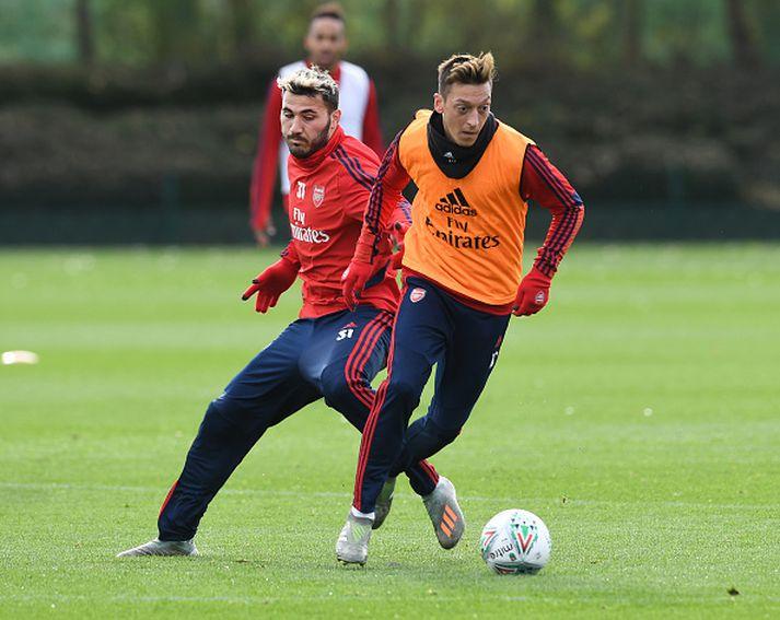 Özil og Kolasinac á æfingu Arsenal á dögunum.