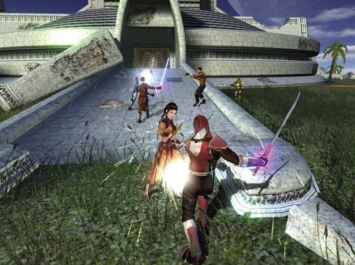 Bastila Shan í átökum við Mandalorian hermann.