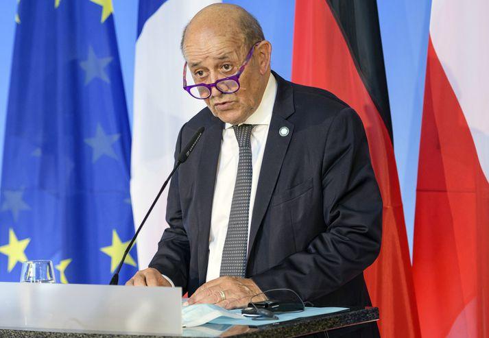Jean-Yves Le Drian, utanríkisráðherra Frakka, hefur fjarlægt diplómatísku hanskana.