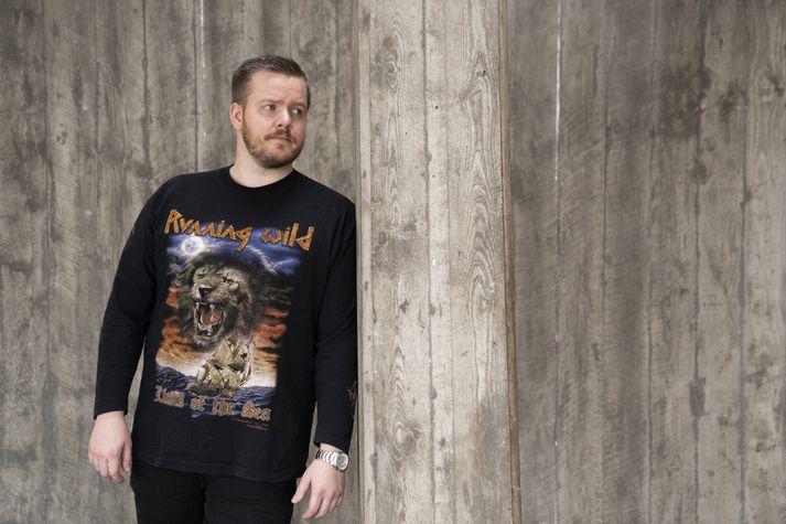 """Bolur merktur þýska heavy metal bandinu Running Wild var keyptur fyrir nokkrum árum. """"Mér fannst þessi bolur geggjaður og tékkaði á bandinu strax þegar ég kom heim."""" MYNDIR/EYÞÓR"""