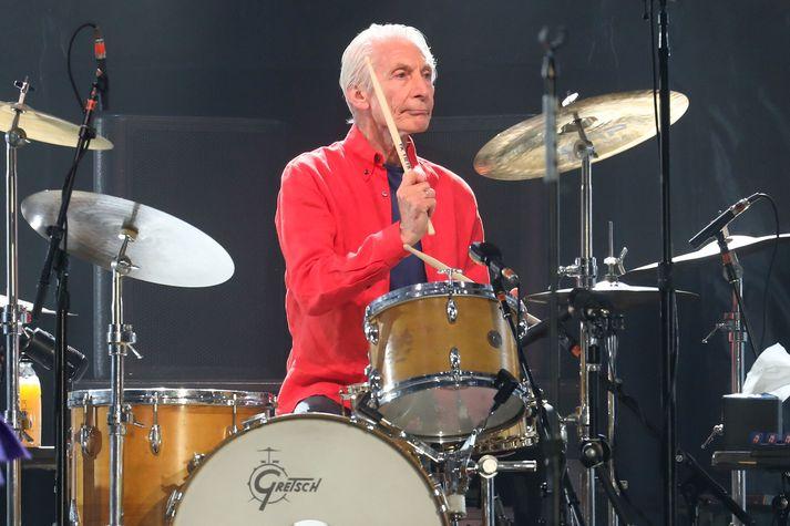 Charlie Watts mun ekki spila með Rolling Stones á komandi tónleikaferðalagi.