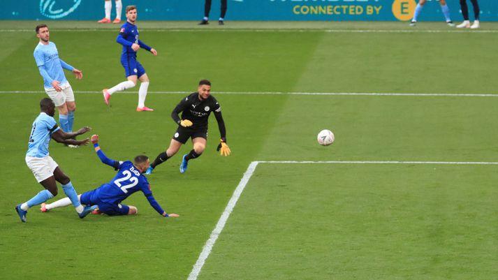 Chelsea tryggði sér sæti í úrslitum FA-bikarsins í gær.
