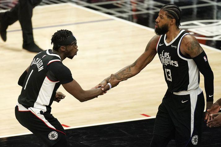 Reggie Jackson og Paul George, leikmenn Los Angeles Clippers, fagna í leiknum gegn Minnesota Timberwolves í nótt.