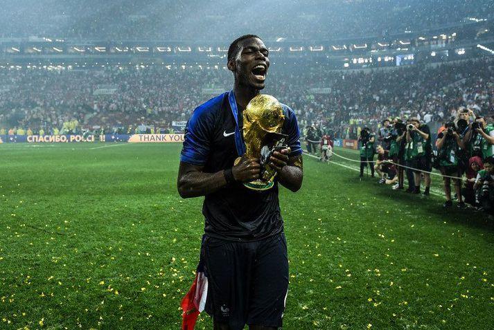 Paul Pogba með heimsbikarinn sem hann vann með franska landsliðinu sumarið 2018.