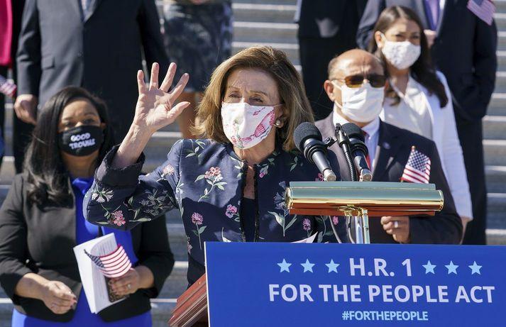 Nancy Pelosi eftir að frumvarp Demókrata var samþykkt í fulltrúadeildinni í gær.
