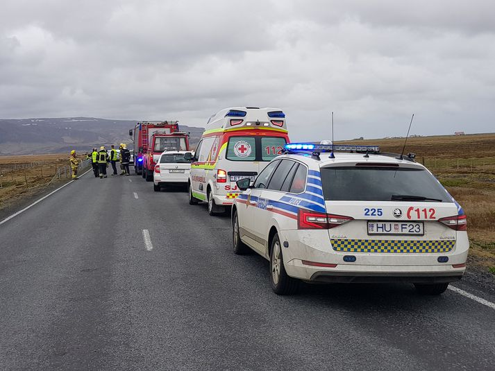Sjúkraflutningamenn á Suðurlandi eru að störfum á vettvangi.