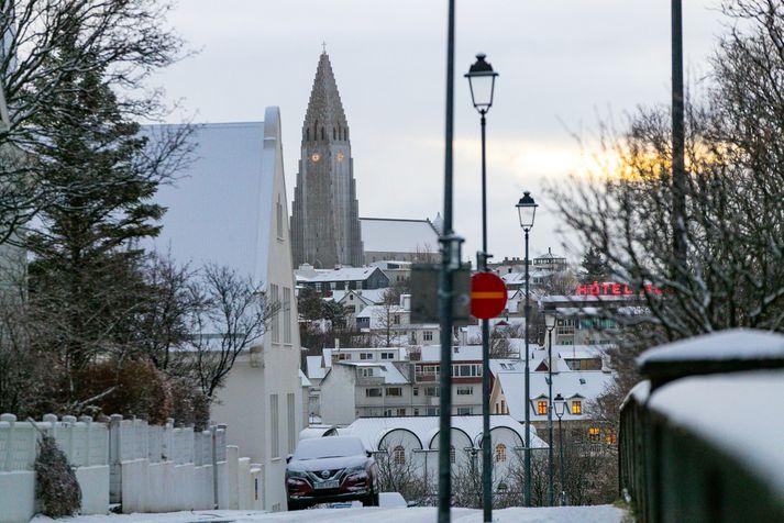 Snjór tók víða á móti landsmönnum í dag.